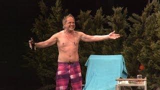 Uwe Ochsenknecht halb nackt auf der Bühne