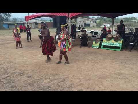 Twi and Ashanti traditional dance (Ghana)