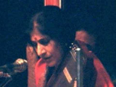 """Kishori Amonkar sings """"Rang So Rang Milaaye"""""""