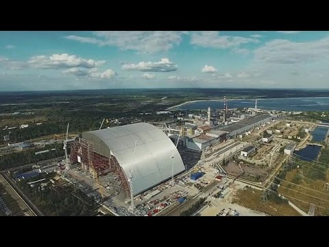 Установка нового саркофага на Чернобыльской АЭС