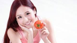 Tomato is a natural conditioner that gives the hair a natural shine