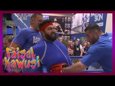 Lebendiger Box-Sack! Faisal auf der Fibo - Faisal Kawusi Show