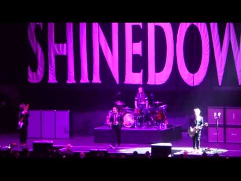 29.April 2017 Shinedown Fly from the Inside Frankfurt Festhalle