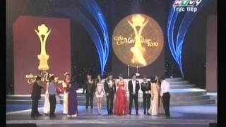 Hồ Quỳnh Hương duyên dáng trên sân khấu lễ trao giải Mai vàng 2010