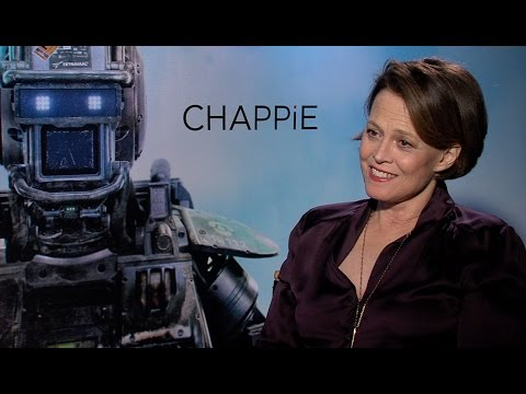 Sigourney Weaver Talks 'Chappie', 'Alien' and 'Avatar'