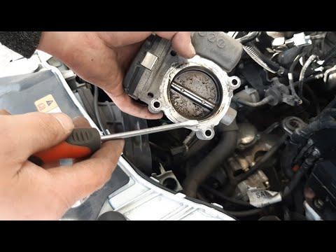 Масло в колодце 4-го цилиндра!!! Чистка дроссельной заслонки Форд Фокус 3 своими руками в гараже.