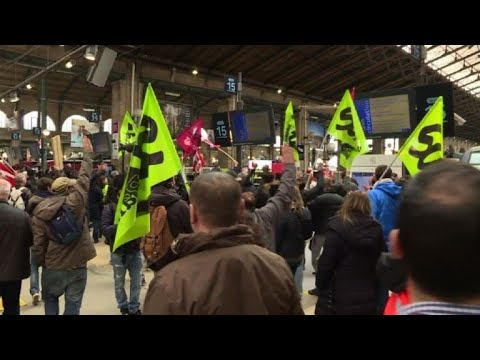 French rail strike: workers protest at Paris station