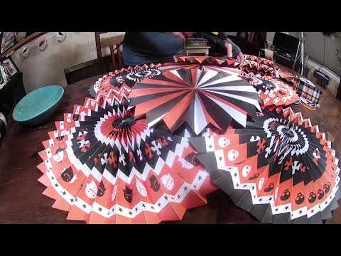 Making a Paper Medallion Wreath For Halloween - Easy DIY