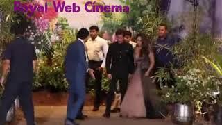 SRK Sharukh & Gauri Khan In The Event Giving Pause. Film Fare Award. Iffa.