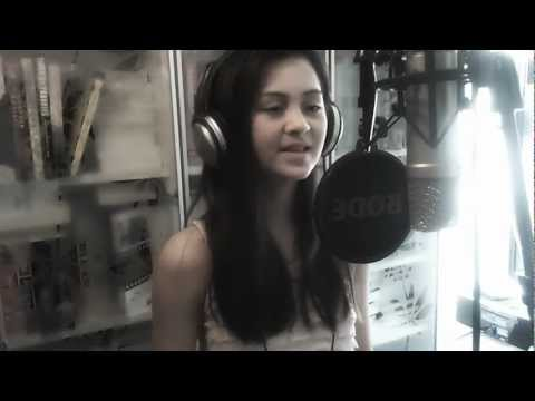 Coldplay - Yellow - Cover by Jasmine Thompson (age 11)