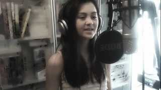 Repeat youtube video Coldplay - Yellow - Cover by Jasmine Thompson (age 11)