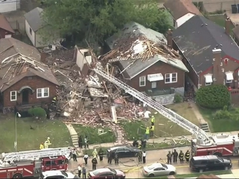 Thumbnail: Raw: Explosion Levels Home In St. Louis