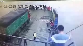 Tổng hợp những video tai nạn do camera quay lại - Cẩn thận khi ra đường.