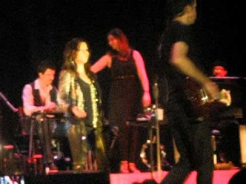 Martina McBride - Two More Bottles Of Wine - Battle Creek