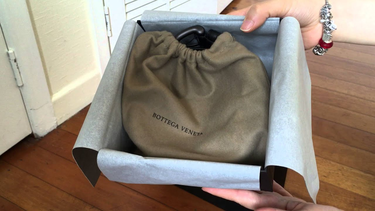 Bottega Veneta Knot Clutch Review
