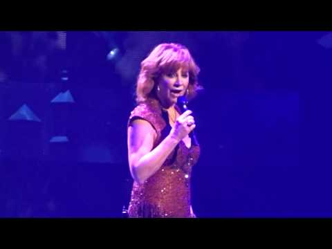 Reba McEntire - Whoever's In New England 2/25/17 Las Vegas