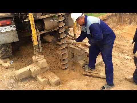 Процесс бурения скважины на песок