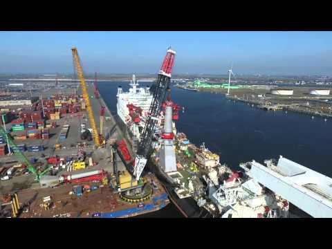 Conquest MB1 lifting the lower part of 850 ton Huisman crane on Allseas Solitaire