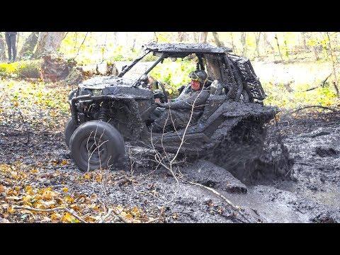 Polaris RZR XP 1000 EPS in Mud - Off-Road.