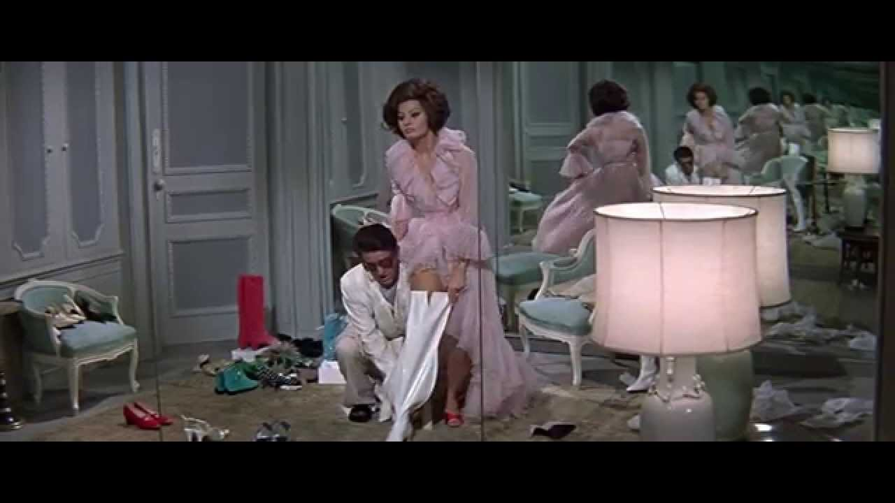 Sophia Loren Tries On Thigh High Boots-in HD - YouTube