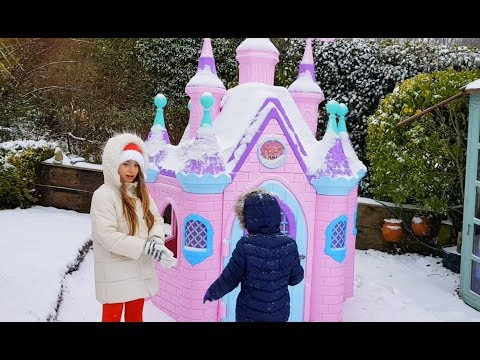 🌸Playing in the Snow - Princess Castle