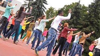 Танцевальный флэшмоб Дом.ru Курск STOP ЛЕТО 2013(Подготовка флэшмоба любого масштаба. Профессиональные хореографы с Кубы! Танцевальный коллектив