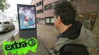 Realer Irrsinn: Werbetafel blockiert Gehweg
