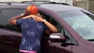 FAN KISSES ORITSE FEMI ON THE STREET (WATCH VIDEO TO THE END TO SEE THE KISS)