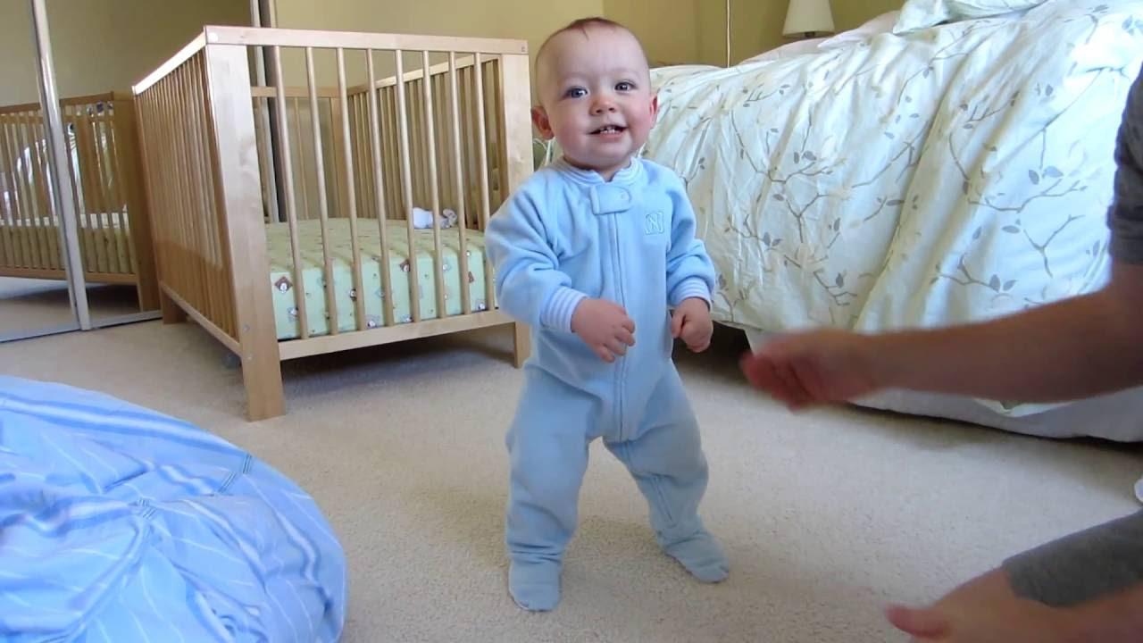 Az első lépések Hogyan segíthetsz a babának járni tanulni?