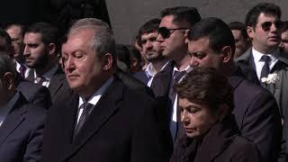Նախագահ Սարգսյանը Ծիծեռնակաբերդում հարգանքի տուրք է մատուցել Հայոց ցեղասպանության զոհերի հիշատակին
