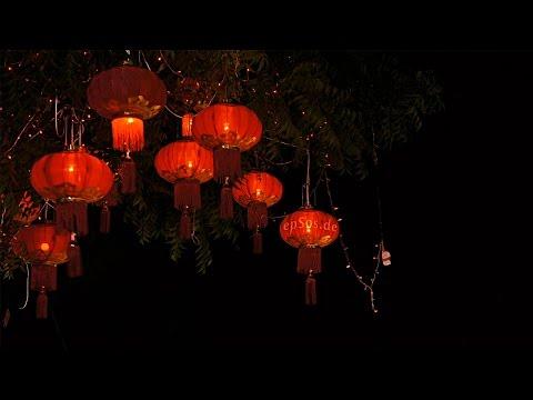 Customs of Chinese lanterns shine on (Hello China)
