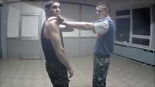 Как делать болевой на руку -  видео с тренировки(Техника выполнения болевого на руку. Видео снято на тренировке 10.11.2014 http://sarb.in.ua/ Армейский Рукопашный Бой..., 2014-11-10T22:31:16.000Z)