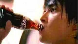 コカコーラ CM つながる瞬間に。CocaCola   『春のバトン』篇  ♪ BENNIE K thumbnail