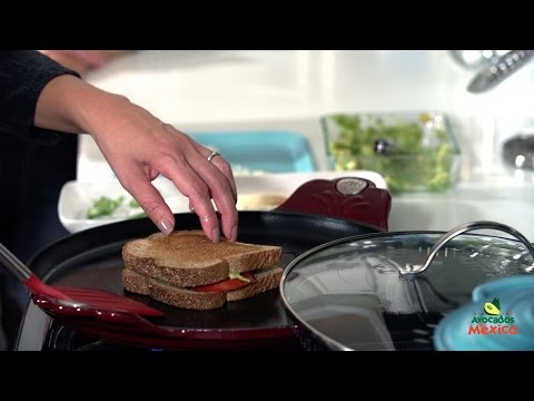 How to Make a Tomato Avocado Grilled Cheese Sandwich | Muy Bueno