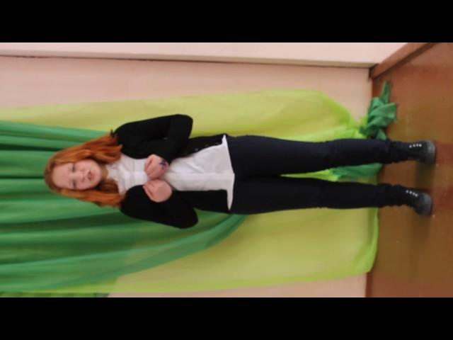 Изображение предпросмотра прочтения – КсенияКазанцева читает отрывок изпроизведения «Необычайное приключение, бывшее сВладимиром Маяковским летом надаче» В.В.Маяковского