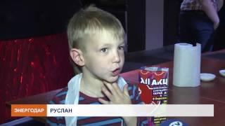 Юные кулинары учились готовить сладкие роллы