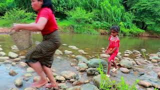Primitive Life Village - Mother Big fish and big crocodiles - Puppies and monkeys Cook the fish