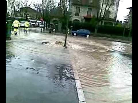 Inundaciones en ciudad jardin vitoria gasteiz youtube for Ciudad jardin vitoria