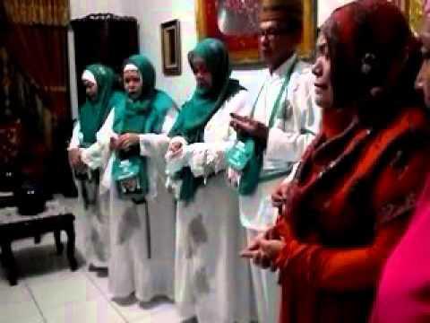 Di video ini kita belajar membaca ucapan doa untuk pengantin baru yang sesuai Sunnah. Doa ini pendek.