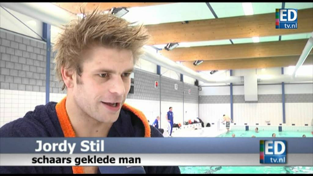 Mooie Mannen In Zwembroek.Grote Mannen Met Kleine Broekjes Youtube