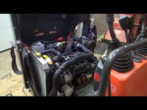 Kubota K008 engine oil change and service