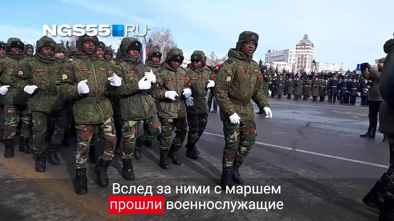 Военные из Анголы и Конго прошли маршем по Омску в День защитника Отечества