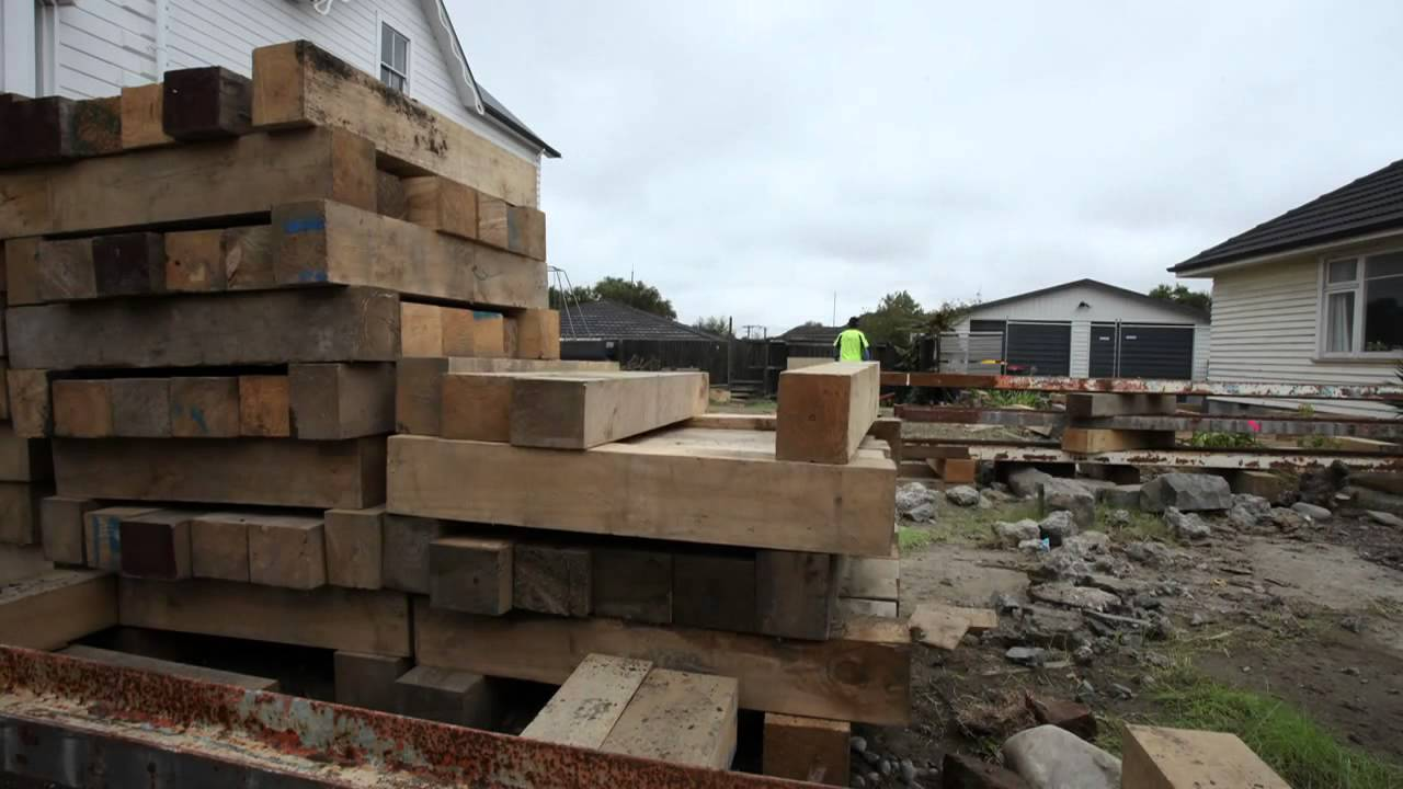 Tower claims moving a house onto new foundations youtube - Houses with no footing going modern ...