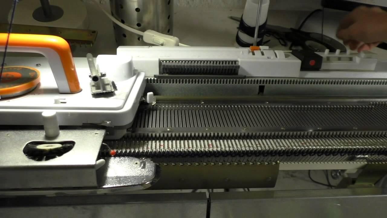Stalas mezgimo masinai Silver Reed SK280 SRP60N - YouTube