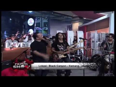 Tony Q Rastafara feat Iwa K - One Love (at Radio Show)