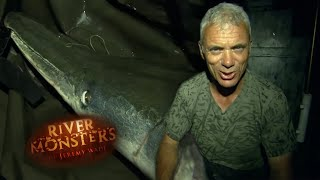 Up Close and Personal With An Alligator Gar - River Monsters