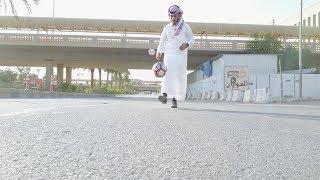 سعودي يسوي تحديات بالكوره بثوب وشماغ | دخل الكوره بالبرميل وهو يسوق السياره !! challenge football