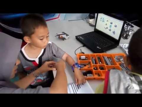 Politeknik Aceh Mengajari Anak - Anak Bagaimana Mudahnya Membuat Robot, di Acara Piasan Seni