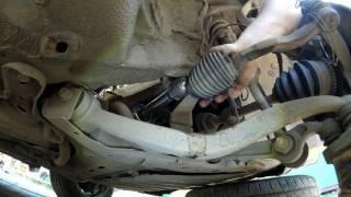 осмотр рулевой рейки правой стороны выявление стука у  Mazda 6 GG 2005