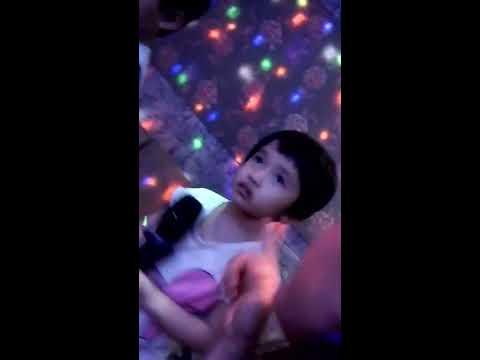 Em hát karaoke nì